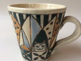 フォークロア模様の猫カップBの画像