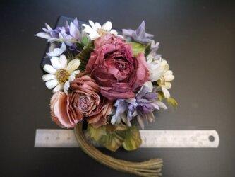 布花 少しアンティークな花束 コサージュ の画像
