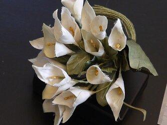 布花 ミニカラーのコサージュの画像