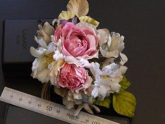布花 ロマンティックな花束 コサージュの画像