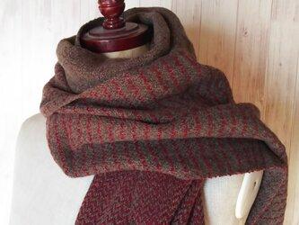 体にそっと馴染んでくれるカシミヤストール 手織り 茶×赤 912の画像