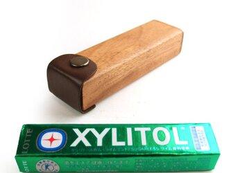 木と革で作った 粒ガム専用ケース(XYLITOL,Clorets etc)の画像