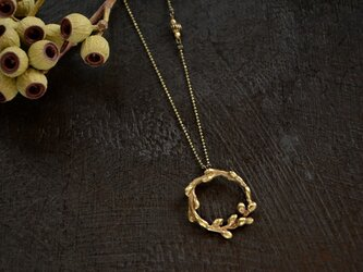 小枝のネックレスの画像