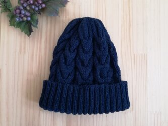 ケーブル編みのニット帽(デニム風コットン)の画像