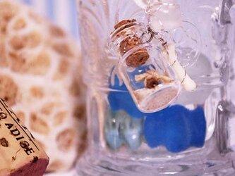 小瓶のストラップの画像