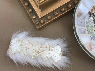 ファーとゴールドラインのアクリルバレッタ【ホワイト】の画像