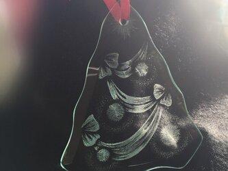 ツリー形のリボンオーナメント 〜手彫りガラス〜の画像