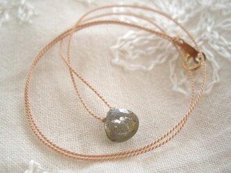 ラブラドライトのネックレスの画像