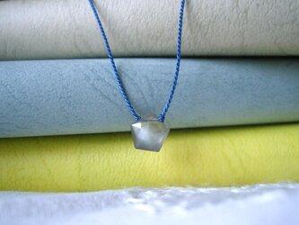 グレイムーンストーンのネックレスの画像