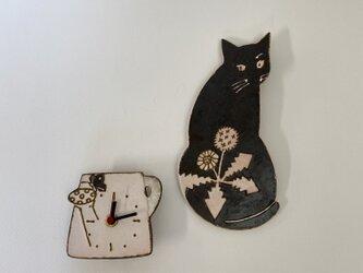 庭にて (じょうろと黒ねこの時計)の画像