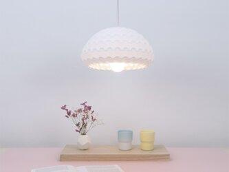 ホワイト鈴形ペンダントランプ  - Kasa Whiteの画像