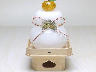 【受注制作】吹きガラス鏡餅・三方台付き(結び松)※納期約1週間~の画像