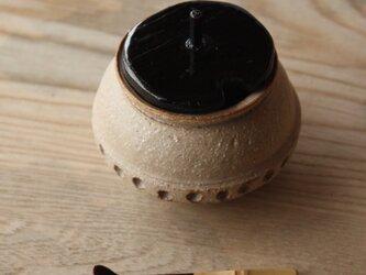 シノギ模様と本うるし塗りの蓋物の画像