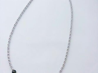 オニキスとコットンパールのネックレスの画像