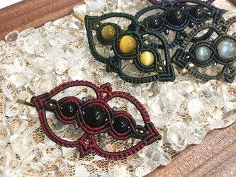 天然石のマクラメ編みヘアピン【ゴシック調】(レッド系・オニキス)の画像