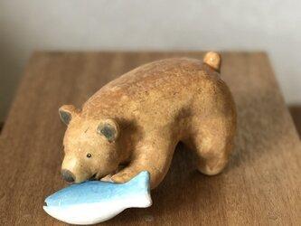 北海道の木工作家が陶芸で作った、「木彫りの熊」ならぬ「土練り(?)の熊」の画像
