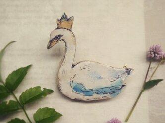 王冠をかぶった白鳥のブローチ 白鳥の王子の画像