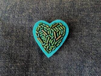 green heart  ビーズ刺繍ブローチ Sの画像