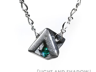 「LIGHT AND SHADOW」のダイヤオブジェ  ~スワロフスキー・クリスタルとチタンのネックレス~の画像