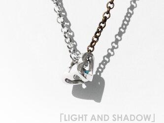 「LIGHT AND SHADOW」のハートオブジェ ~~~スワロフスキー・クリスタルとシルバーのネックレス~~~の画像