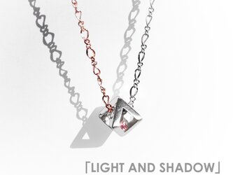 「LIGHT AND SHADOW」のダイヤオブジェ  ~スワロフスキー・クリスタルとシルバーのネックレス~の画像