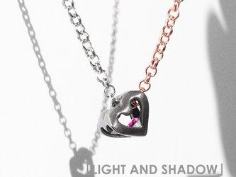 「LIGHT AND SHADOW」のハートオブジェ   ~~~スワロフスキー・クリスタルとチタンのネックレス~~~の画像