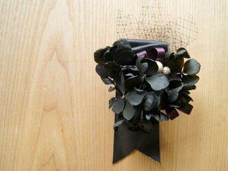 ピンコサージュ ブラック紫陽花の画像