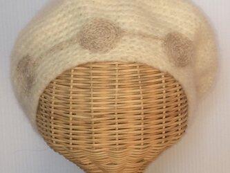渦巻き刺繍のベレー帽の画像