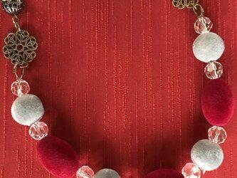 セーターに似合うネックレスの画像