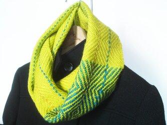 手織りスヌード シルク混 黄緑x緑 模様入りの画像