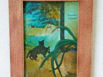 緑のなかの猫の画像