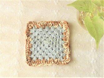 かぎ針編みコースター (水色とベージュ)の画像