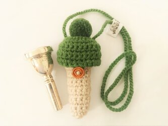 トロンボーン マウスピースケース毛糸のポンポン【エバーグリーン(草色)】首掛け用の画像