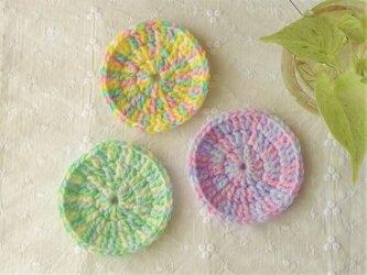 かぎ針編みのコースター 3枚組 (パステルカラー)の画像