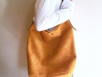 「本革」アンゴラベロアと極厚オイルヌメのショルダーバッグ【マンダリンオレンジ】の画像
