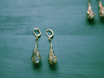 Wire x sea glass earringsの画像