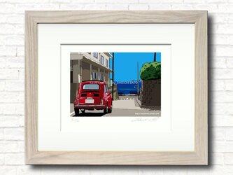版画作品 湘南イラスト「小道を抜けて」 (稲村ケ崎の海岸線へ向かうフィアット500のイラスト)の画像
