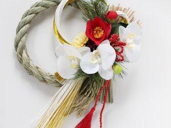 胡蝶蘭のモダンで気品あるお正月飾りの画像