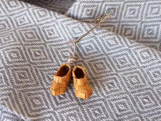 白樺の小さな靴のストールピン Bの画像