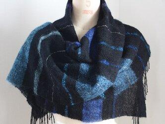 手織り 黒地にブルーのモヘアストールの画像