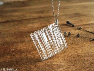 無色透明ストライプガラスのネックレス -「 灯りのたね 」● 45mm・光沢の画像