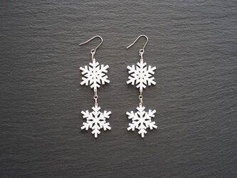 とけない雪の結晶ピアス 2連 snow crystal Aの画像