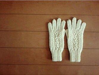オフホワイトの手袋の画像