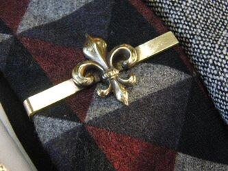 真鍮/ブラス製フレア・ユリ型ネクタイピン(タイバー)1個 ネクタイ・ポケットの飾りにの画像