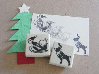 クリスマスはんこ 滑空するサンタとトナカイの画像