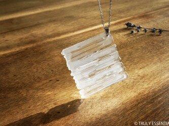 無色透明ストライプガラスのネックレス -「 灯りのたね 」● 45mm・艶消しの画像