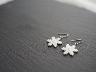 とけない雪の結晶ピアス snow crystal Cの画像
