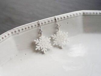とけない雪の結晶ピアス snow crystal Dの画像