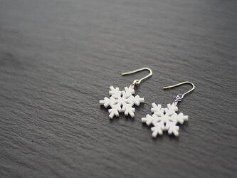 とけない雪の結晶ピアス snow crystal Eの画像