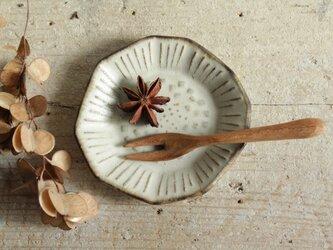 豆皿 たんぽぽ やさしい雰囲気の白マット系の画像